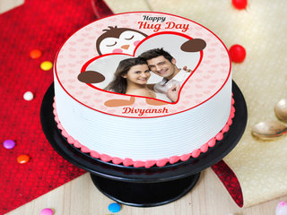 Side View of hug day special photo cake