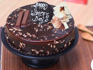 Round Shaped Kitkat Cake
