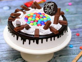 Round Shaped KitKat and Gems Cake