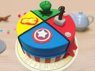 Round Shaped Superhero Themed Fondant Cake