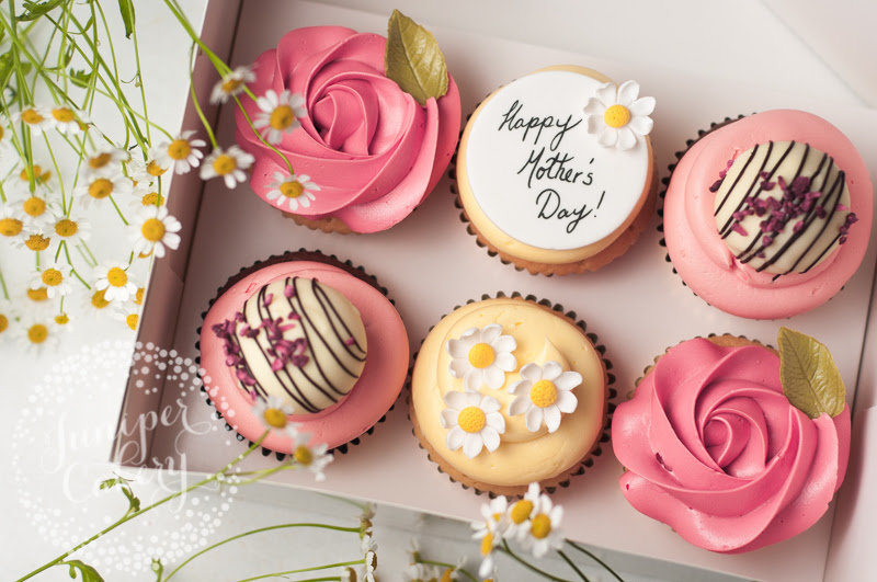15 Stunning Mother's Day Cake Ideas!
