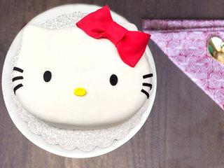 Multi flavored cute kitty fondant cake