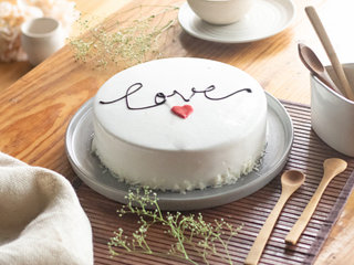 Delicious White Forest Glaze cake