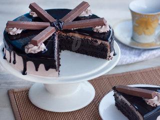 Sliced View of Round Kitkat Bake Cake