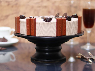 Side View of Munchy Crunchy Kitkat Cake