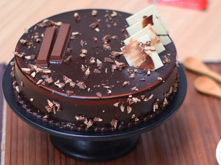 Choco Crunch KitKat Cake