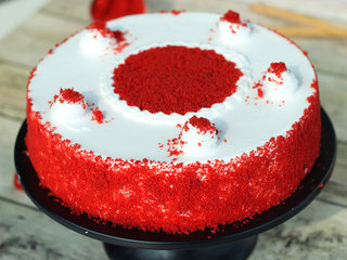 Zoom View of Classy Red Velvet Cake in Hyderabad
