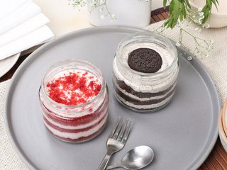 Red-Velvet Oreo Chocolate Jar Cake