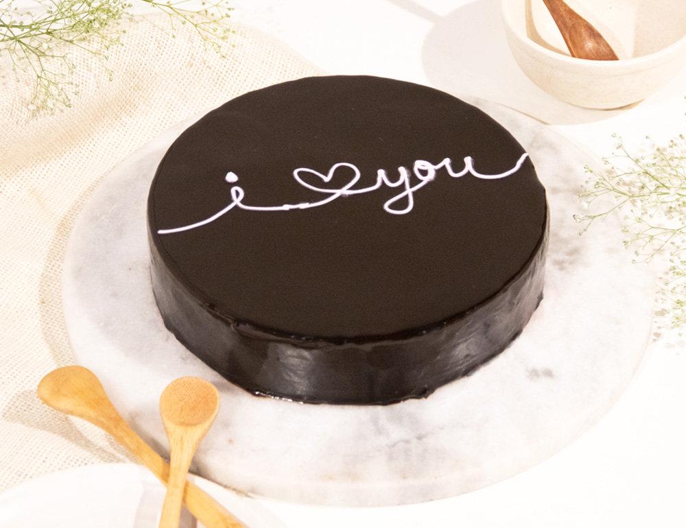 Round Chocolate Truffle Glaze Cake