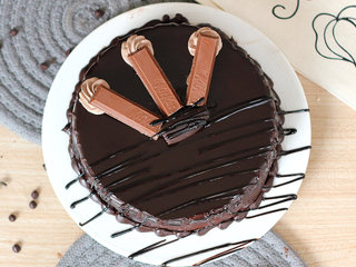 Top View of Chocolate Truffle Kitkat cake