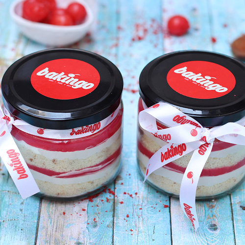 https://media.bakingo.com/sites/default/files/01B-Strawberry-Jar-Cake.jpg