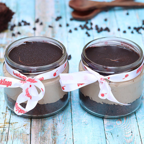 https://media.bakingo.com/sites/default/files/02A-Chocolate Mousse -Jar-Cake-_0.jpg