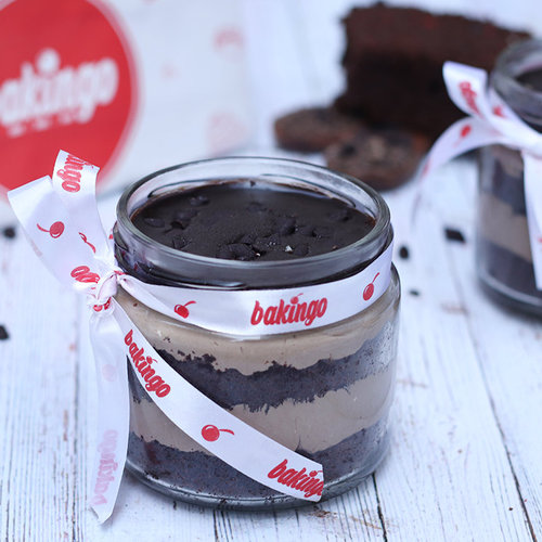 https://media.bakingo.com/sites/default/files/08C-Chocochip-Jar-Cake.jpg