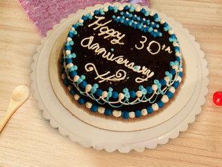 Round Shape Anniversary Cake