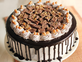 Zoomed View of Caramel Crunch Cream Cake-Five Star Cake