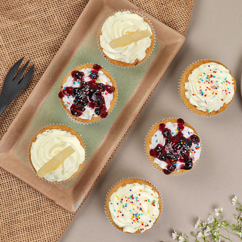https://media.bakingo.com/sites/default/files/6-blueberry-pineapple-vanilla-cupcakes-cupc1777flav-B.jpg