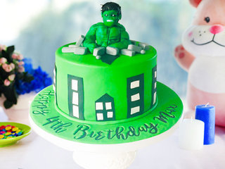 Round Shaped Hulk Fondant Cake