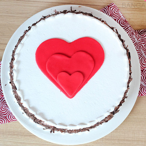 https://media.bakingo.com/sites/default/files/black-forest-heart-gateau-in-bangalore-cake1031flav-b.jpg