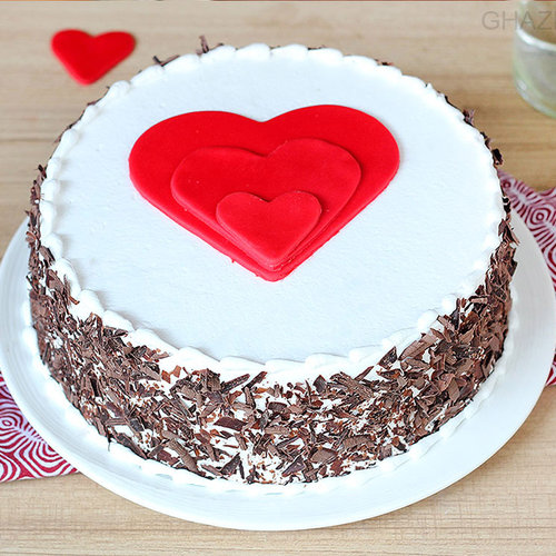 https://media.bakingo.com/sites/default/files/black-forest-heart-gateau-in-ghaziabad-cake0953flav-a.jpg