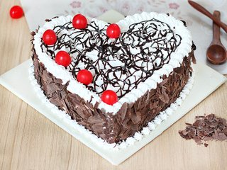 Heart Shaped Black Forest Delight Cake in Ghaziabad