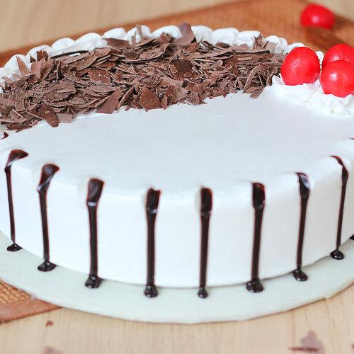 https://media.bakingo.com/sites/default/files/black-forest-round-shaped-cake-2-cake1948blac-C.jpg