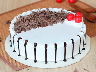 Round Black Forest Cake in Noida