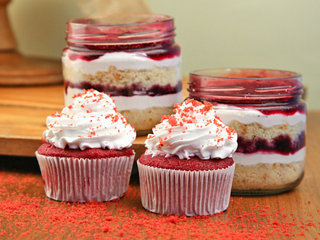 Blueberry Jar Cakes 200 ml with Red Velvet Cupcakes