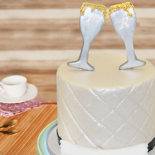 https://media.bakingo.com/sites/default/files/champagne-glass-fondant-cake-part1792flav.jpg