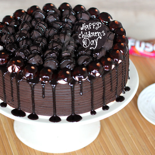 https://media.bakingo.com/sites/default/files/childrens-day-snickers-chocolate-cake-cake968choc-A.jpg