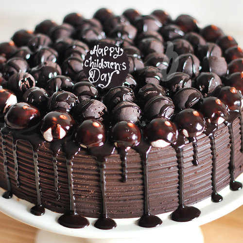 https://media.bakingo.com/sites/default/files/childrens-day-snickers-chocolate-cake-cake968choc-C.jpg