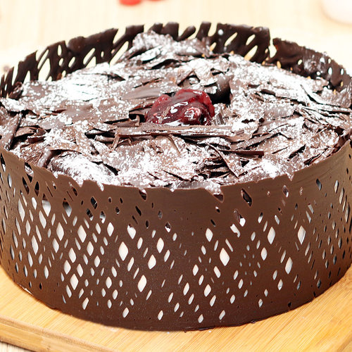 https://media.bakingo.com/sites/default/files/choco-black-forest-cake-noida-cake1015chbl-A.jpg
