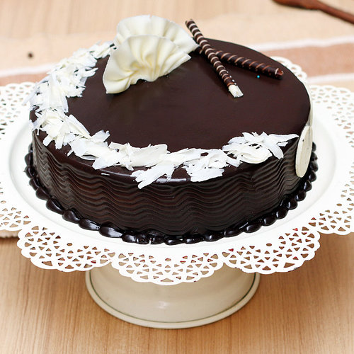 https://media.bakingo.com/sites/default/files/choco-truffle-cake-2-cake896choc-A.jpg