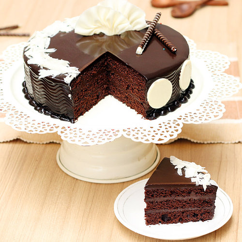 https://media.bakingo.com/sites/default/files/choco-truffle-cake-2-cake896choc-C.jpg