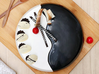 Top View of Choco Vanilla Vanilla Cake in Ghaziabad