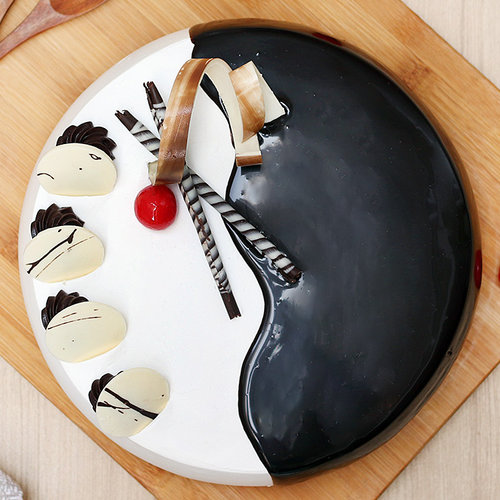 https://media.bakingo.com/sites/default/files/choco-vanilla-cake-2-noida-cake1013chva-B.jpg