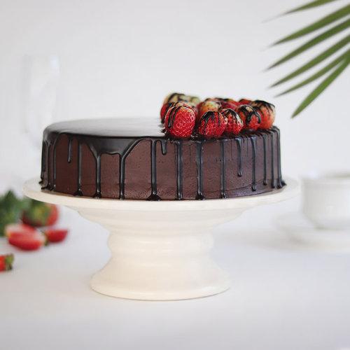 https://media.bakingo.com/sites/default/files/choco-vanilla-strawberry-cake-cake1822chst-C.jpg