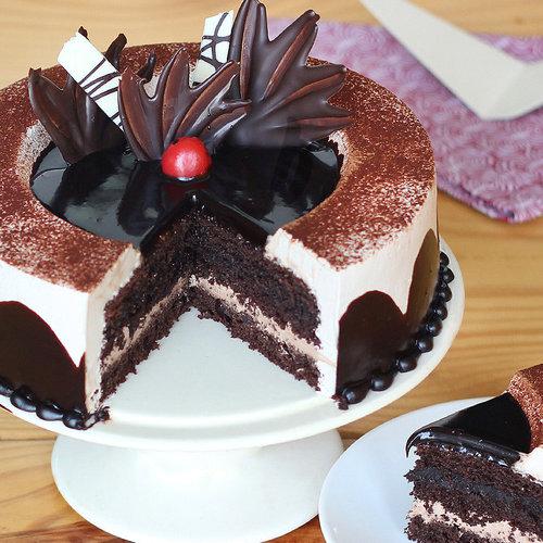 https://media.bakingo.com/sites/default/files/chocolate-light-cake-in-delhi-cake0876flav-b.jpg