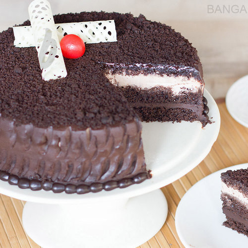 https://media.bakingo.com/sites/default/files/chocolate-mud-cake-in-bangalore-cake1012flav-c.jpg