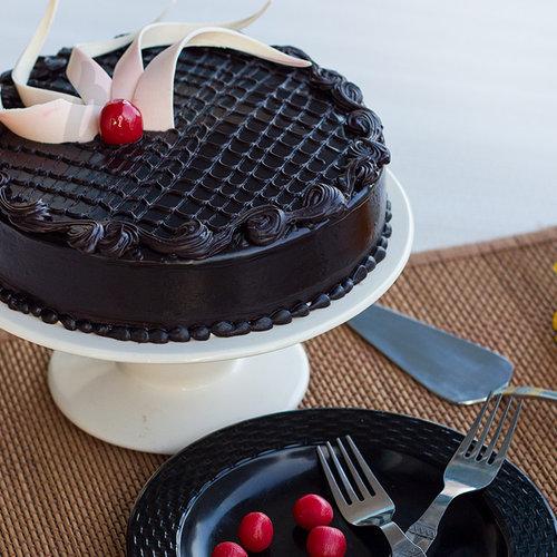 https://media.bakingo.com/sites/default/files/chocolate-truffle-cake-A.jpg