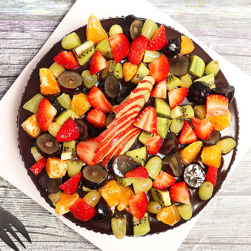 https://media.bakingo.com/sites/default/files/chocolate-truffle-fruit-cake-cake0756chfr-B (1).jpg