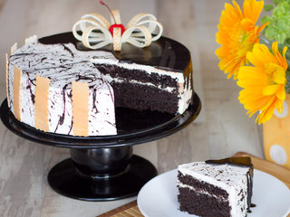 Sliced View of Choco Vanilla Cake-Half Chocolate Half Vanilla Cake