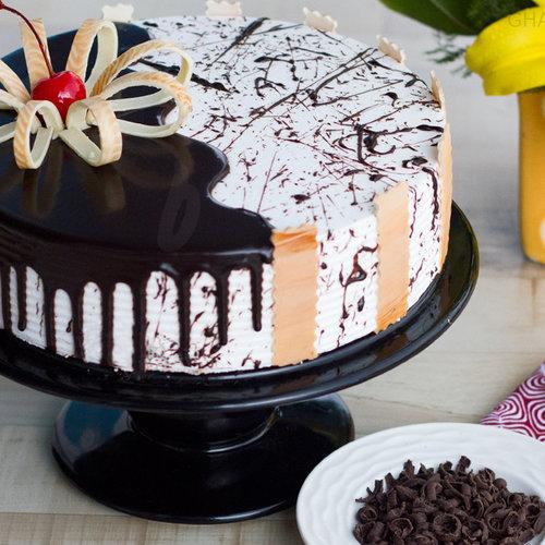 https://media.bakingo.com/sites/default/files/chocolate-vanilla-cake-in-ghaziabad-cake0829flav-a.jpg