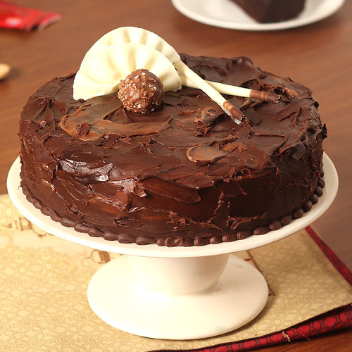 https://media.bakingo.com/sites/default/files/couverture-hazelnut-chocolate-cake-cake1479choc-A.jpg