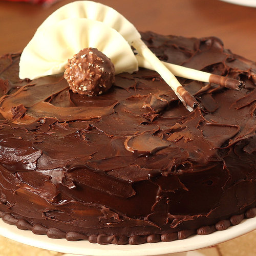 https://media.bakingo.com/sites/default/files/couverture-hazelnut-chocolate-cake-cake1479choc-B.jpg