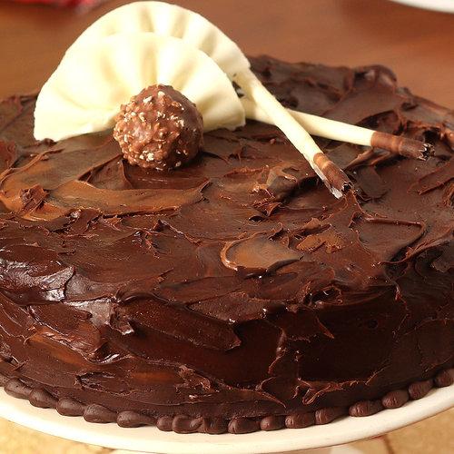 https://media.bakingo.com/sites/default/files/couverture-hazelnut-chocolate-cake-cake1526choc-B.jpg