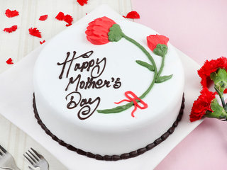 Creamy Floral Mothers Day Cake