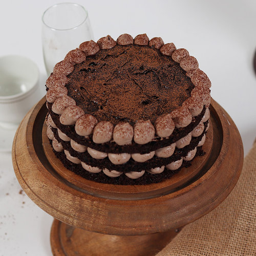 https://media.bakingo.com/sites/default/files/delicious-moist-chocolate-cake-cake2021choc-A.jpg