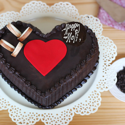 https://media.bakingo.com/sites/default/files/double-heart-choco-truffle-cake-A_2.jpg