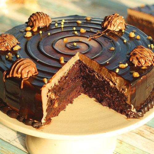 https://media.bakingo.com/sites/default/files/ferrero-rocher-choco-cake-cake1227choc-D.jpg