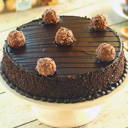 https://media.bakingo.com/sites/default/files/ferrero-rocher-chocolate-cake-cake1234choc-B.jpg